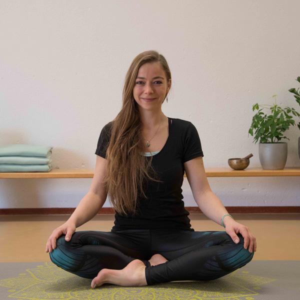 Agora Yoga Suzanne Bindels